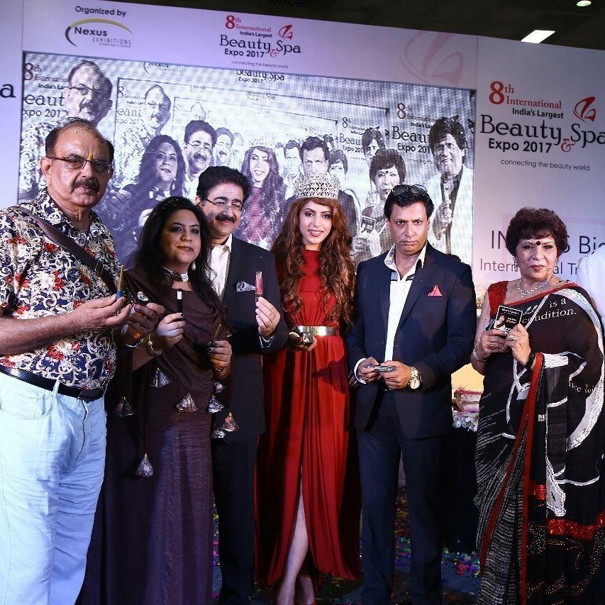Pandmashri Madhur Bhandarkar unveiled BT Colour Cosmetics by Dr. Bharti Taneja #btcosmetics #btcolor #drbhartitaneja #bloggersmeet #eventcoverage #fashionblogger #lifestyleblogger #beautyblogger #paid #collaboration #newfangledgirl #asthajain