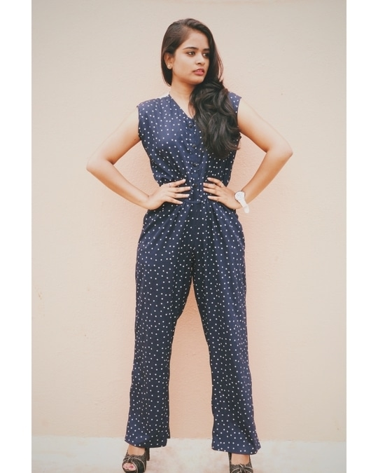 jumpsuits makes you look taller and slimmer.   And it also gives a classy and sophisticated look. #jumpsuitlook #jumpsuit #taller #slimfit #fashionbloggerbangalore #styleblogger #bangaloreblogger #ropo-love #ropo-good #fashioninspiration #fashionista #styleista