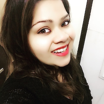 🤗😊❤️🤓❣️☺️ #hercreativepalace #kanikasharma #blogger #selfie #makeup #lipsticklove #lippie #blackismycolour #favourite #kajal #smile #delhi #india #hcpkanika