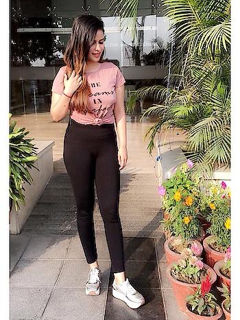 sᴛᴀʏ sᴛʀᴏɴɢ , make them wonder how you're still smiling 🌈🌴 ........... #friday #casualootd #roposolove #roposofashionblogger #roposo-style #bossbabe #interiordesigner #life #lifestyle #luxury #lifestyleblogger #be-fashionable #blessed #fitnessgirl #slay #allday #newdelhi #india-proud