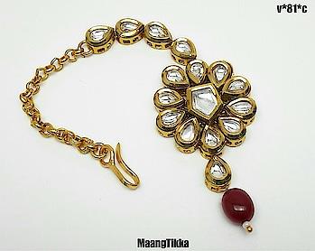 Mangtika  #payal #punjabiwedding #earrings #jhumki #chapka #chandbali #dropearrings #neckpiece #newcollection #kundan #kundanjewellery #polki #ad #meenakari #satladahaar #ranihaars #bride #braids #bridal #shopping #punjabi #punjabijewelry #fashion #fashionearrings #fashionblogger #fashionforever