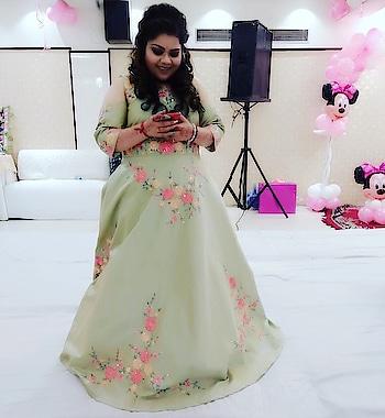 Can't get enough of this beautiful gown 😍☺️😘 #kanikasharma #hcpkanika #hercreativepalace #blogger #fashion #candid #green #flowers #gown #offshoulder #loveit #beautiful #dolledup #fashionista #delhi #india  MUA n hair: @srishjn