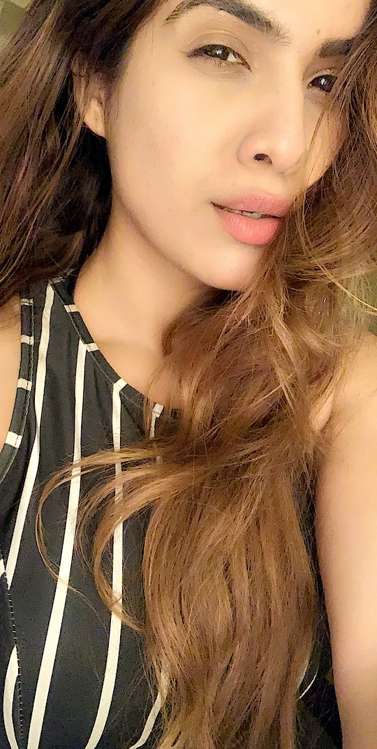 Hold your head up High , your Scars are too precious to hide 🙌🙌✌️✌️ : #randomselfie #quotestoliveby #goodquotes #wordsofwisdom #thursday #thoughts #closeup #closeupshot #messylook #messyhairdontcare #ethopia #travelblogger #travelandleisure #luxurylifestyle #luxury #luxurygirl #nehamalik #model #actor #diva #blogger #instagram #instagood #instafollow