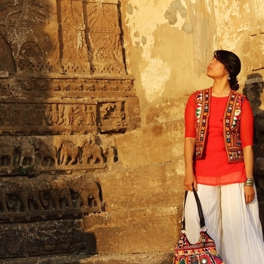 Morning guys🙋🏻😍 Have u seen travel blog? go watch it, link is in bio section ✌🏼️💞 #traveldiaries #travel #travelingram #rajasthantourism #rajasthan #rajasthandiaries #blogger #fashionblogger #indianfashionblogger #palazzo #lucknowfashionblogger #potd #ethnic #katcha #ethnicstyle #indianfashion #jhumki #love ❤️