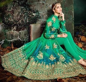 Green Silk Anarkali  Suit Product Code - FCSS1076 Available at www.fashionclozet.com  Watsapp - +91 9930777376 Email -  info@fashionclozet.com Or DM for enquiries #salwarkameez #golden #designerlehenga #satinsaree #patialasuit #redlehenga #bridalhenna #saree #navratri #navratri2017 #bridalwear #sharara #palazzosuit #bridalheadpiece #bollywood #sarees #bollywoodsaree #dulhan #lehenga #sari #bridallengha #indianfashion #lehenga #drashtidhami #punjabibride #indianbridal #designersaree #punjabiwedding #pakistaniwedding #sikhwedding