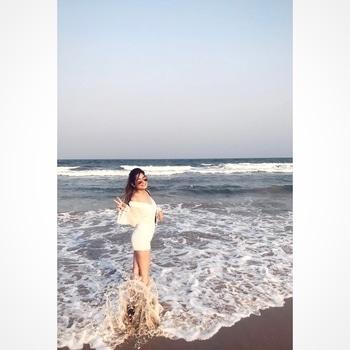 Always the happiest person at the beach 🌊🌞 .. .. .. #fashionblogger #fashiongram #fashionblog #fashionista #styleridetravels #fashiontalk #fashiondiaries #bloggerlife #fashion #indianBlogger #exporing #newplaces #summers #white  #travelbug #travelgram #travelling #traveller #traveldiaries #SRtravels #travelporn #day2continues #beach #beachlife #beachbeauty #beachplease #peace #serenity #surreal #solace