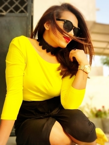 Yellow & Black is an excellent combo. Works the best in Day time. Outfit: Top from #koovs Skirt : #newlook