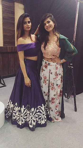Aren't these outfits by @snehakasat_couture complimenting us 💞  #blogger #jaipurblogger #cityblogger #candid #citylights #dress #blouse #plazo #shrug #green #pink #white #purple #girl #ladyboss #ladybosslifestyle #poser #jaipurgirls #fashionblogger #delhi #delhiblogger #puneblogger #mumbaiblogger #designerdress #rajasthan #rajasthanculture #indowestern #handcrafted #harshitakasera♥️