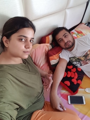 Husband wife ❤️😍weekend 🤗lazy bones #indianbeautyblogger#indianfashionblogger#staystylishalways#indiauiutuber#do like share and subscribe to my YouTube channel #link in bio👉🏻👉🏻