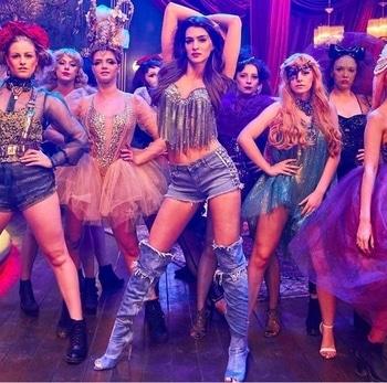 @kritisanon posing like a pro @hcpkanika . . #hercreativepalace #bollywoodblogger #bollywoodstar #bollywood #kritisanon #sexy #poser #posing #dance #fashion #rightlyfashioned #gorgeous #hot #hcpkanika