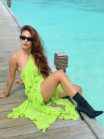 Sunshine ,Sea ,Sky and this song #soperfect ♥️♥️♥️💚 : Ootd by @rsbyrippiisethi 😍 : #happybirthday #happybirthdaytome #birthday #birthdaygirl #birthday2018 #birthdaycelebration #wanderlust #maldives #paradiseislandresort #paradise #maldivesislands #backshot #bringingsexyback #neongreen #neon #itslit #beautifuldestinations #luxuryworldtraveler #travelblogger #travelgirl #luxurytravel #nehamalik #model #actor #blogger #instagood #instagram #instabirthday #instagood #islandgirl #instagram