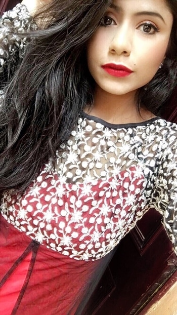 I think everyone loves a slash of red lipstick.  #selfie #redlips #gown #dance #makeup #wordpressblogger #makeuptutorial #blogger #instagood #instagramers #wordpess #black #boldlips