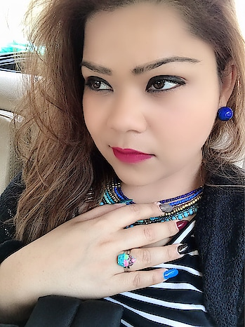 Flaunting the neckpiece and earrings from the house of @zotiqq  These are as surreal as ocean 💙 #hercreativepalace #kanikasharma #blogger #hcpkanika #delhi #india #jewellery #blue #zotiqq #artificialjewellery #poser #selfie #today #cp #accessories #makeupon #bold #plussizefashion