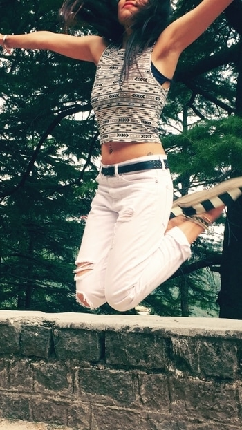 White pants ❤️️ perfectly paired with smart cropped t-shirt ! Some anklets & striped monochrome espadrilles completes the look! Live free ☮️ Clothing @forever21  #rippedjeans #forever21 #whitedenim #croptop #tribalprint #espadrilles #accessorylove #wildernessculture  #free #fashionforwomen #pierced #inked #tattoolove #bellyrings  #fashionpost #livefree #neversettle #dope #dowhatyoulove #stayfit #stayweird #staytrippy #peace