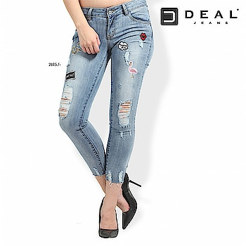 Patches and rips together makes a perfect trendy pair! #dealjeans 🌸