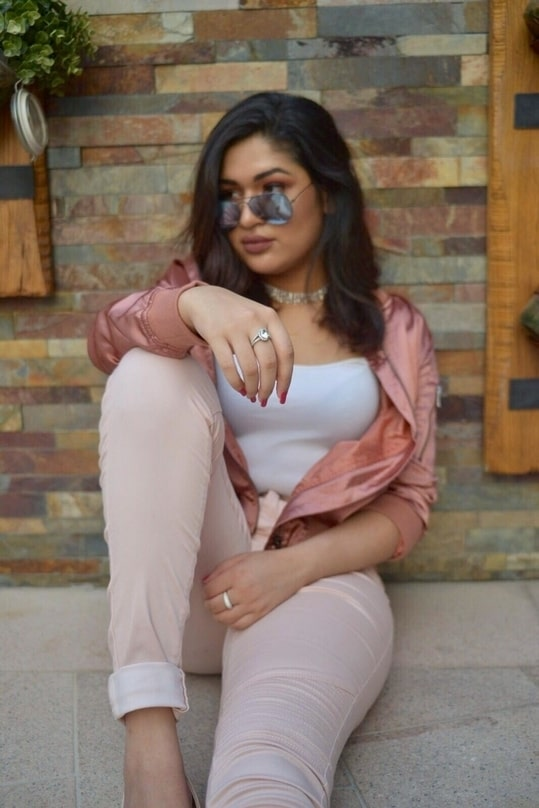 Hey everyone!  Loving the enthusiasm I'm receiving from all my followers in India. Here's one of my latest buys that I've been obsessing over! All about blush tones custom made from Aquajuan based in the Middle East.  #streetstyle