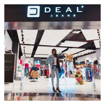 Deal jeans is all ready to cast a fashion spell over Mumbai the most awaited opening of its flagship store at Infiniti 2, Malad 2nd floor. Get 50% off on all amazing collection. Girls Go grab it! . . #DealJeans #StoreLaunch #DealJeansOpensAtMalad #StayTunedForMoreUpdate #TheSnazzyDiva #SoRoposo #RoposoLove
