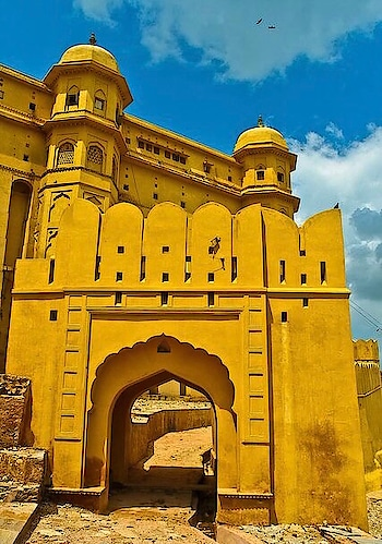 Made with #yellow & #pink sandstone, #white marble, the #AmerFort was built in 1592. PC: Anthony Pappone, Flickr #Jaipur #Rajasthan #history #heritage #wow #amazing #travel #travelbug #instatravel #wanderlust #see #gameoftones #incredibleindia #photography #photooftheday #india