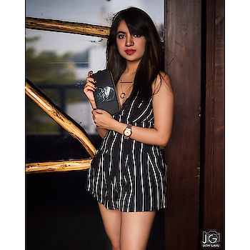 Hey guys so i came across a brand which has got some astounding prints in bags , i have got this wallet for me ❤️  You like it ? 😉 Grab one for you from @dailyobjects_official   #fashion #beauty #fashionstyle  #outfit #lookbook  #love #shooting  #getvoguehere  #ootd #makeup  #pictures #shoot  #accessories #delhiblogger #loveblogging #2017 #summer  #saloni #ahuja #  #blogger #newblogpost #bloggerslife #likeforlike  #fashiondesigner #indiantrendingbloggers #fabebg #newtrends #vogue #follow 🎥 @the.dream_chaser  Makeup @manvii_aggarwal
