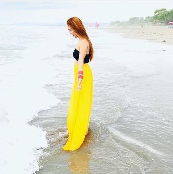 I feel like a mermaid 🐬 #myloveforbeaches #love #beachlover #feellikeamermaid #honeymooners #mermaid #