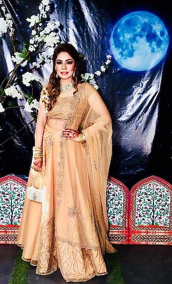 Bubby Jain looks ravishing in a lehenga from #Tavus collection by Shruti S @shrutisingla #karvachauth diaries. 💄💋🌙 #wedding #party #shrutis #shrutiscouture #weddingparty #socialenvy  #celebration #green  #bridesmaids #happy #happiness #unforgettable #love #forever #weddingdress #indiancouture  #ceremony #marriage #lehengacholi #flowers #celebrate #instawed #instawedding #ootd #gold #bridallehenga #lehenga
