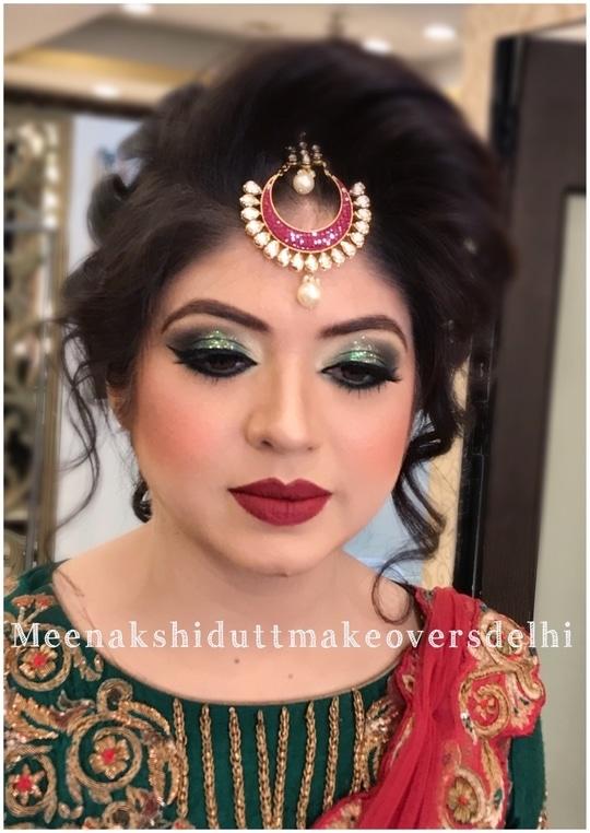Glittering Green eyes for Mehndi Function #meenakshidutt #meenakshiduttmakeoversdelhi #makeupartistindia #makeupartistdelhincr #makeupforalloccasions #hairandmakeup #makeupacademy #eyemakeup #hairandmakeupstudio #mehendimakeup #partymakeup #muadelhi #indianwedings #indianmakeup #indianmakeupartist  #makeup