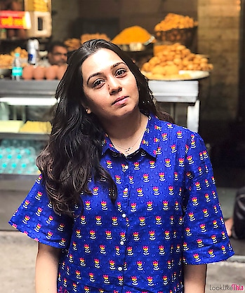 When Bae takes forever to click an OOTD and the smell of fresh hot parathas is taking over 🙈 #decisions #paranthewaligali #chandnichowk . .