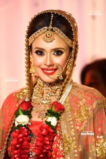 Bridal look for Actress Hrishita Bhatt #meenakshidutt #meenakshiduttmakeoversdelhi #makeupartistindia #makeupartistdelhi #muadelhi #hairandmakeup #beautyexpert #indianbride #indianbridalmakeup #bridalmakeupartist