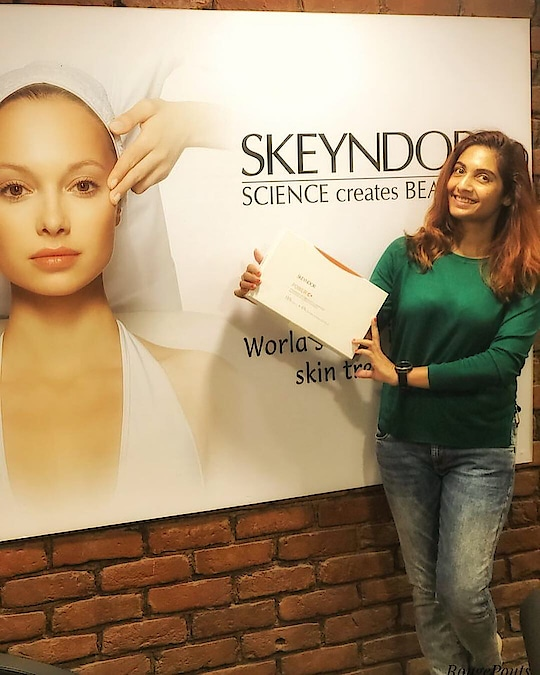 Last week I got a chance to experience the Skeyndor Meso Infusion DCS therapy session and you must ready latest blog to know my reaction after the session was over!! Click on Visit Blog to read!! 🙌🏻   👉🏻 Swipe right to the last picture to see the after results! That picture has no filter or edits whatsoever! Completely untouched! 😃 @skeyndorindia  #skeyndorindia #skeyndor #mesoinfusiondcs #virtualmesotherapy #needlelessmesotherapy #skincare #beauty #indianbeautyblogger #beautyblogger #gurgaonblogger #delhiblogger #ShailySingh #RougePouts