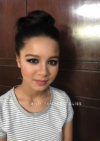 #smokyeyes #makeupartist #makeup #makeupartistdelhi #makeupartistindia #roposotalks #bollywood #captured #lookgoodfeelgood #rangoli #cannes #roposostar #roposotalent #