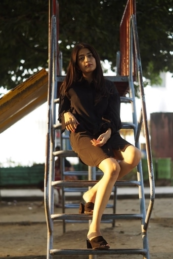    Oversized dresses for the comfy days 🖤 This one is from @thelabellife !  Details and more pictures coming your way tomorrow 😬 #StayTuned  . 📷- @sweet_nothing . .  #howilikeit #howilikeitjournal #geetikasehgal #fashion #fashionblogger #blogger #indianfashionblogger #indianblogger #delhi  #delhiblogger #black #monochrome #loungedress #oversized #oversizeddress #black #sunshine #roposotalenthunt