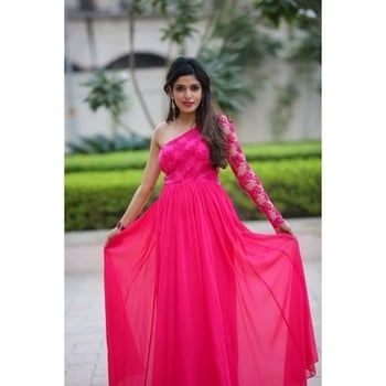 Throwback to this beautiful mommy slaying in our off-shoulder Fuchsia pink gown 💞 It is a perfect look for all our summer bridesmaids out there!💝 Call us For orders & enquiries : 9711111776 . . . . #aashimabehllabel #designist #weddingtrousseau #trousseau #graceful #summervibes #summerready #fuchsiapink #prettymuch #bridesmaids #bridetobe #indianwedding #bigfatwedding #customized #couture #getthelook #bookyourlook #grabitnow #visitthestorenow #shopnow #throwbackthursday
