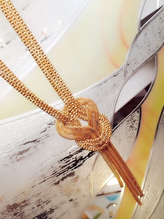 Create a perfect look 👀 on any occasion with golden knot pendant necklace   #auspiciousjewelz#followme#style#trendy#fashion#ropososeller#jewelry#jewellery#neckpieces#trendy#women#fashionblogger#statement #bollywoodneckpiecejewelry