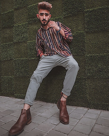I knew you were a trouble when you walked in✌🏻 . . . #kartavyamakwana #fashion #fashionmodel #casual #blogpost #blogger #indianblogger #suratblogger #suratinfluencer #menswear #menstyling #trend #trending #boots  #potrait .