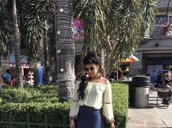 Hey Guys!❤️ New blogpost is up on my blog, the link is in bio section. In this blog I have shared 3 outfit ideas that you can rock at any fest!🎉 Please go check it out and tell me how do you like it, It will just take 3-4 minutes and it will mean the world to me. ❤️ All the pictures are clicked by my little sister @aaeen_darakshan ❤️ I love you❤️ #thewanderlustsoul . . . . . . #fblogger #diy #travel #indianfashionblogger #delhi #delhiblogger #style #fashion #sdmdaily #bandofun #popxodaily #myunicornlife  #handsinframe #theeverygirl #peoplescreative #visualcrush #proptoit #Bloggervibes #vscocam