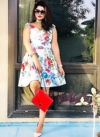 Floral summer  vibes🌸🌸 . . . #theeverygirl #style #styleinfluencer #stylist #ootdgoals #dresstransformation #fblogger #indian #igers #mumbaiblogger #happyhair #styleblogger #igfashion #fashionph #newbieblogger #bloggerbabe #blogerlove #goodvibes #thegoodlife #fashioninsta #looktoday #photooftheday #ootdshare #fashioninspiration #fashionblogger #aboutalook #indianfashionblogger #indianblogger #mumbai