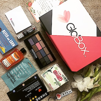 Thank you @ifn_27 and @globox.in for this lovely collection..Must say it's a pleasant surprise ❤️.. Loved it.. From panel discussion for StarUp submit 2018.. #cosmetics #eyeshadow #makeup #box #facemask #lipstick #bodywash #roposo #soroposo #roposoblogger #roposolove