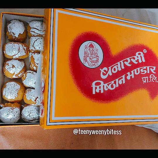 My box of happiness.. Banarasi k Motochoor laddu.! Oh yum..!!! Follow 👉🏻👉🏻@teenyweenybitess 👈🏻👈🏻 . . . . . #TeenyWeenyBitess #Foodie #FoodieForLife #Foodislife #PicOfTheDay #FoodLover #Foodaholic #InstaFoodie #FoodBlogger #FoodPorn #FoodGram #FoodArt #FoodDiary #India #IndianFood #FoodPhotography #FoodTalk #FoodTalkIndia #Laddoo #MotichorLaddoo #Kanpur #BanarasiMisthanBhandar