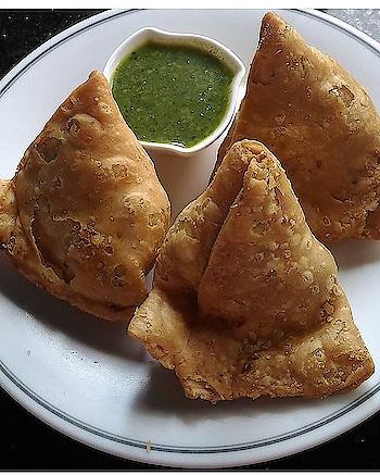 Breakfast done right.. #samosa! #foodiesofindia #foodie #yum #eat #foodporn #delicious #yummy #tasty #hungry #meal #instafood #foodgasm #foodlover #foodstagram #foodpics #ekplate #things2doinmumbai #mumbaifoodjunkie #foodphotography #foodmaniacindia #instafoodie #foodoftheday #foodpost #mumbai