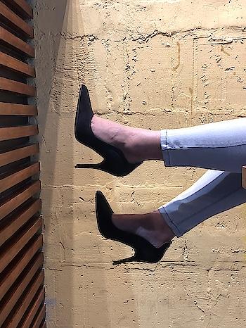 Black pumps are a must have style in every girl's  weekend wardrobe . . .  #shopforless #blackpumps #partywear #fashionstaple #blackstilettos #shoesforless #specialoffer #sale #womenswear #fashionforall #globaltrends #designershoes #trending #heelsbranded #brandshop #shoesaddict #dailyfashion