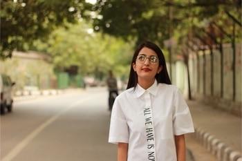 || Struggle of wearing glasses 😞 Reflection 😿 Anyways, more pictures and details going on the blog tomorrow ❤️🌺 . . #howilikeit #howilikeitjournal #geetikasehgal #fashion #fashionblogger #blogger #indianfashionblogger #indianblogger #delhi  #delhiblogger #newpost #blog #fblogger #fashionpost #fashionblog #december #styleblog #white #allwhite #roundframeglasses #glasses #sleekhair #comingup #comingupnext #staytuned