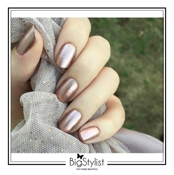Manicure Monday with a flag of rose gold 💅🏽 #manicure #nails #rosegold #metallic #manimonday #beauty #love #nailsofinstagram #inspiration #salonathome #stayhomebeautiful #BigStylist