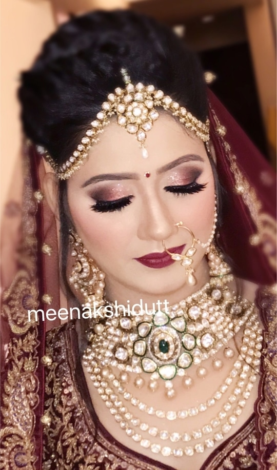 Indian Bride Given the perfect look on her wedding at #meenakshidutt #meenakshiduttmakeoversdelhi #makeupartistindia #makeupartistdelhi #bridalmakeup #bridalmakeupartistdelhi #muadelhi #makeupacademydelhi #professionalmakeupartist #hairandmakeupacademy #salonservices #bridalmakeup #indianbride #bridal  #makeup