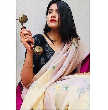 Hello 💕✨ . . Wearing : @vadhinibynidhi . . #saree #sari #sareelove #love #jaipur #jaipurblogger #jaipurdesigner #mytaste2k18 #fabebg #bhukkadfam #fabebg #instagrammer #instagram #womensfashion #follow #ny #etsy#india #mumbai #bangalore #ethnic #designer #treasuremuse ☺️