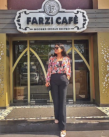 This Spot is as amazing as the food of @farzicafe 🔥 . . #bhukkadfam #mytaste2k18 #fabebg #cadrebloggers #love #ootd #outfitoftheday #picoftheday #floral #black #photography #life #lifestyle #jaipur #ny #usa #india #jaipurblogger #treasuremuse 💃🏻#roposo #roposolover #roposoblogger #roposofeature #roposofashion #roposoootd #roposostyle