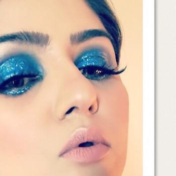 Bold & Beautiful MakeUp look 👀 pop up eyes blue smokey eyeshadow with glitter ✨ Nude Face - Nude lip 👄  ——————————————————— #bold #beautiful #boldandbeautiful #boldmakeup #makeuplook #goodlook #smokeyeye #smokeyglitter #glitter #nudeface #nudelip #matte #makeupbyzayna #makeupbyme #makeup #makeuponpoint #makeuponfleek #makeupartist #makeupoftheday #makeupaddict #mua #partylook #makeupart 👩🎨