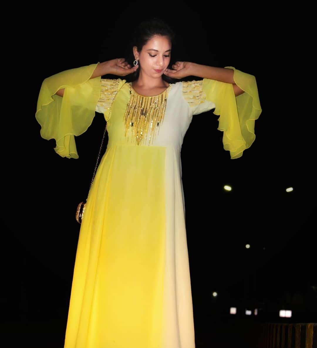 #ruffles #rufflesleeves #summertrends ##fashionalert #ootnight #sassysakshi #weekendoutfit