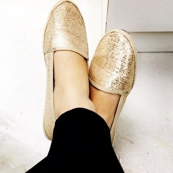 Honey, you don't need a boyfriend... You just need a pair of golden shoes,  just like this one #Fashion #Shoes #Gold #Golden #FashionDiaries #Fashionista #FashionLover #FashionBlogger #Blog #Blogging #Blogger #GoldenShoes #Girls #Ladies #Shop #Shopaholic #Shopping #LoveToShop #Yeay #Wednesday #WednesdayMood #Midweek #Sparkle #Blah #BlahBlahBlah #BlahLove #BlahGirls