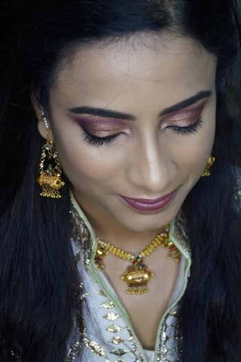 She will forever be my favourite guinea pig! Dolled up my sister for a wedding ceremony! Please contact 9873504321 for bookings or queries😊 #mua #delhibasedmua #makeupartist #indianmakeup #internationalmakeupartist #undiscovered_muas #freelancemakeupartist #delhibasedmua #indian #weddingseason #makeupbysupreet #imbbmakeupgurus #motd   #universodamaquiagem_oficial #anastasiabeverlyhills #hudabeauty #slave2beauty #wakeupandmakeup #brian_champagne #vegas_nay #shophudabeauty #sigma #sigmabeauty #lillyghalichi #ghalichiglam #kyliejenner #kimkardashian #nikkietutorials #maryhadalittleglam #motd @anastasiabeverlyhills @katvondbeauty @iconic.london @ybpcosmetics @maccosmetics @lagirlcosmetics @shopvioletvoss @toofaced @thebalm_cosmetics