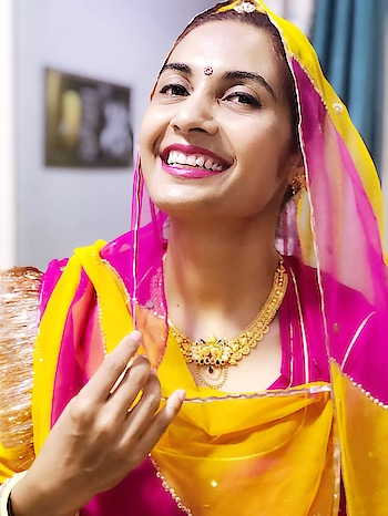 Laugh heartily!! ❤️❤️ Spread good vibes!! It's the best natural medicine!! It's a jewellery that adorns your face! Flaunt it!! 😇  #rajputana #rajputiposhak #laugh #royalrajputana #baisa #tradionalwear #ethnicwear #rajasthaniattire #rangeelorajasthan